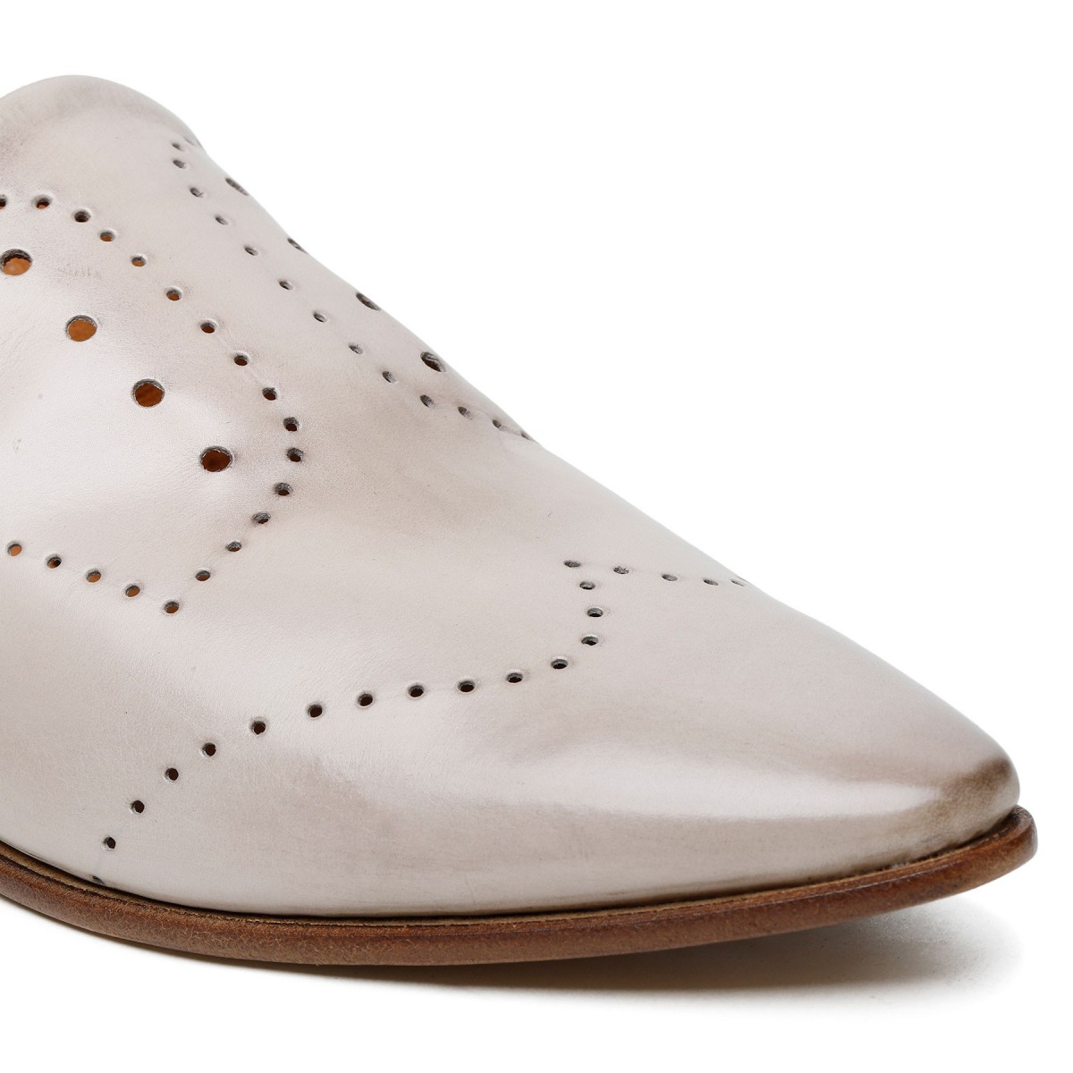 Cream-hue calf leather slippers